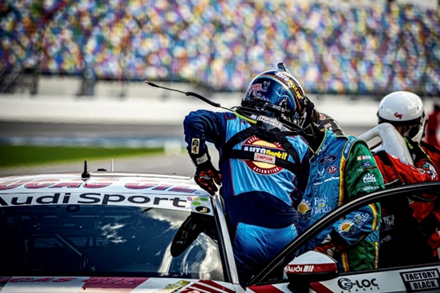 Extended Crew See Lawless Take Early Lead at Daytona